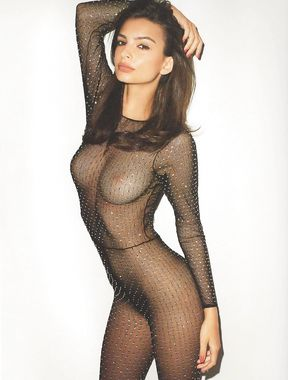 Emily Ratajkowski shows sexy ass and pussy
