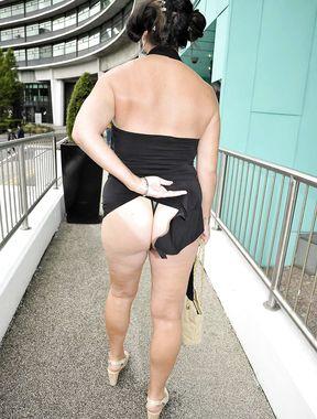 Lisa Appleton shows huge naked boobs