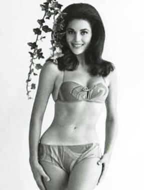 Linda Harrison shows irresistible nude boobs and sexy legs