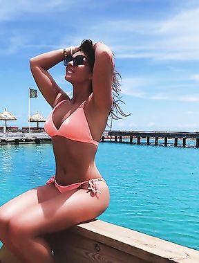 Laura Ponticorvo practically nude