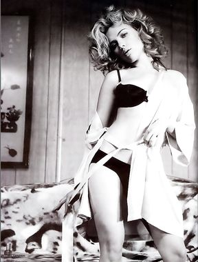 Scarlett Johansson naked photo