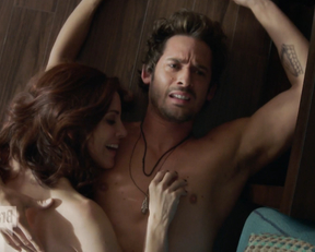 Alanna Ubach sex scene – Girlfriends Guide to Divorce s03e01-02 (2017)