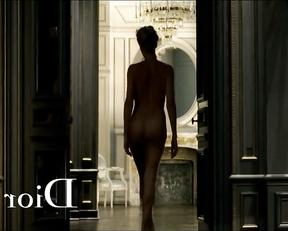 Charlize Theron nude – Anuncio J'adore - Dior Perfume Commercial (2011)