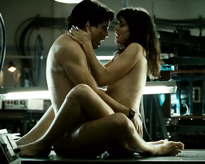 Alinne Moraes naked - O Homem do Futuro (2011)