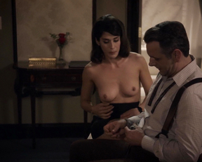 Lizzy Caplan topless – Masters of Sex s02e10 (2014)