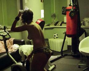Marta Nosova topless – Sladkaya zhizn s01e01 (2014)