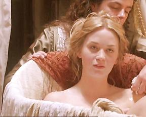 Emily Blunt, Helena Bonham Carter – Henry VIII (2003)