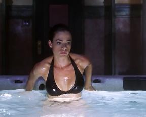 Denise Richards sexy – Valentine (2001)
