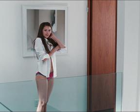 Julianne Moore, Amanda Seyfried, Nina Dobrev – Chloe (2009)