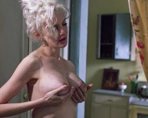 Anna Levine nude – Drunks (1995)