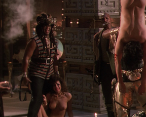 Teri Weigel – Predator 2 (1990)