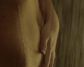 Stefanie Scott nude - I.T.