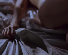 Gina Gershon  Jennifer Tilly In 'Bound' - Film nackt
