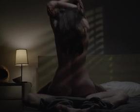 Sarah Hagan In 'Sun Choke' - Film nackt