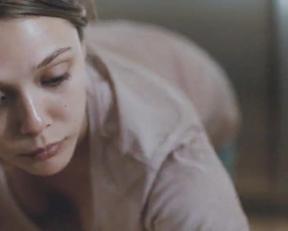 Elizabeth Olsen Downblouse In Martha Marcy May Marlene - Film nackt