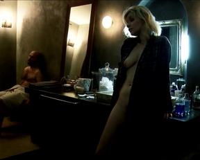 """Valérie Maes's Milf Plot In """"Chroniques Sexuelles D'une Famille D'Aujourd'hui"""" - Film nackt"""