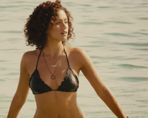 Nathalie Emmanuel's Slow Motion And Jiggly Plot - Film nackt
