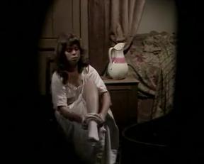 Julie Dawn Cole Undressing - Film nackt