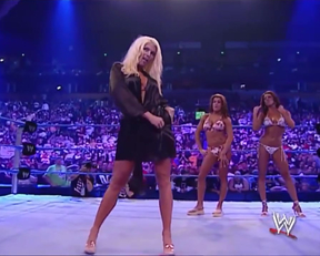 Torrie Wilson Grinding On Sable In A Bikini And Sticking Her Sucker In Her Mouth On WWE Smackdown - Film nackt
