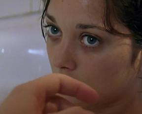 Marion Cotillard In 'Une Femme Piégée' - Film nackt