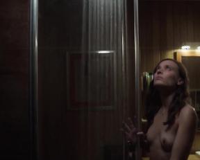 Josefin Asplund topless - Sanctuary s01e03e06 (2019)
