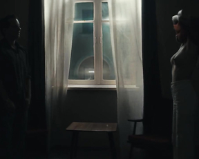 Hanna Hilsdorf nude - Freies Land (2019)