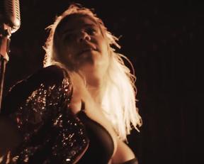 Sophie-Marie Larrouy naked - Cheyenne Lola s01e04 (2020)