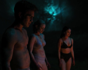 Lili Reinhart, Camila Mendes - Riverdale s04e14 (2020)