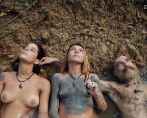 Victoria Fernandez-Nicolas, Alice Falloni, Mary Laura Barahona – Icaros (2014)