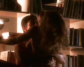 Kelly Preston naked – Jerry Maguire (1996)