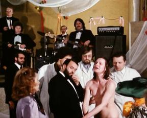 Carole Bouquet, etc – Tag der Idioten (1981)