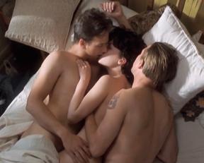 Lara Flynn Boyle, Katherine Kousi – Threesome (1994)