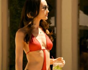 Maggie Q bikini - Nikita s01e01 (2010)