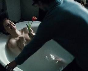 Amy Adams nude – Batman v Superman: Dawn of Justice (2016)