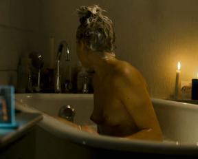Bernadette Heerwagen nude – Die kommenden Tage (2010)