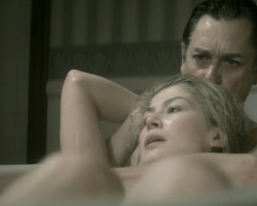 Rosamund Pike, Rachel Stirling - Women in Love (2011)