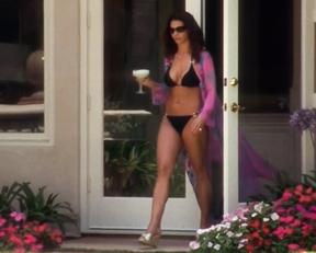 Charisma Carpenter - Veronica Mars (bikini scene)