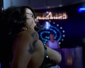 Jennifer Tilly - Dancing at the Blue Iguana (2000)