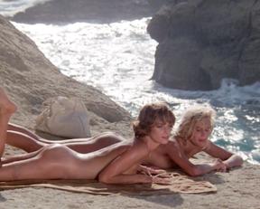 Daryl Hannah, Valérie Quennessen - Summer Lovers (1982).