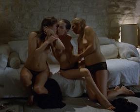 Carole Brana, Nadia Chibani, Lise Bellynck - À l'aventure (2009)