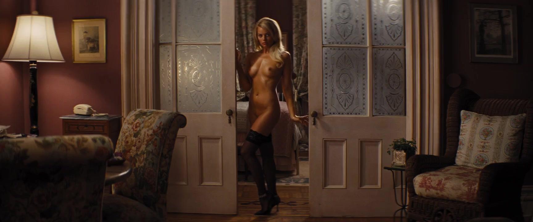 Margot robbie nude wolf of wall street spreading Margot Robbie Nude The Wolf Of Wall Street 2013