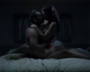 "Trieste Kelly Dunn's Vociferous Plot In ""Banshee"" - Film nackt"