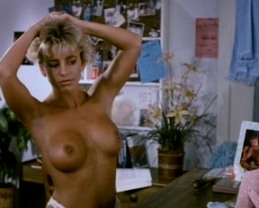 School Spirit - Pamela Ward, Marlene Janssen, Becky LeBeau, Leslee Bremmer, Jackie Easton - Film nackt